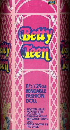 Коробка куклы Бетти Betty Teen Tong