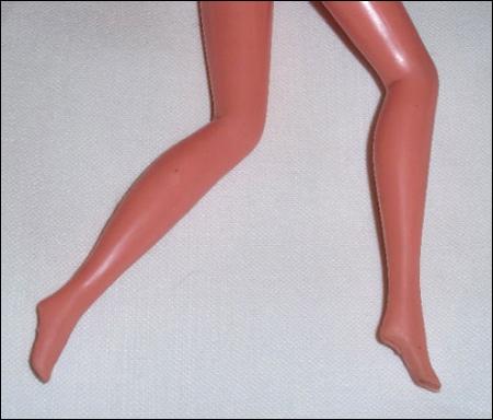 Согнутые ноги куклы Бэтти