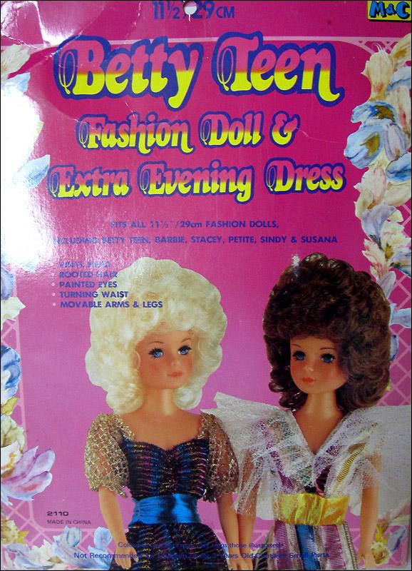Кукла Бетти Betty Teen с набором одежды фото коробки упаковки
