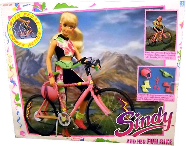 Игровая кукла Синди с велосипедом