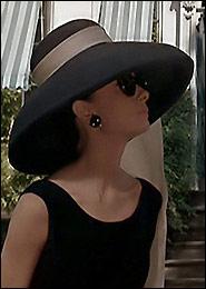 Одри Хэпберн в черной шляпе