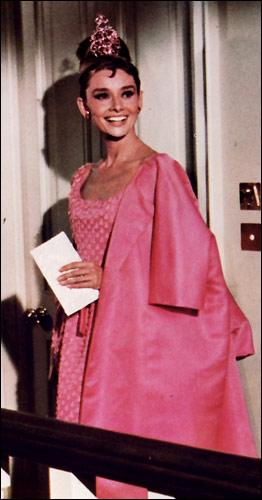 Одри Хэпберн в розовом платье. Завтрак у Тиффани