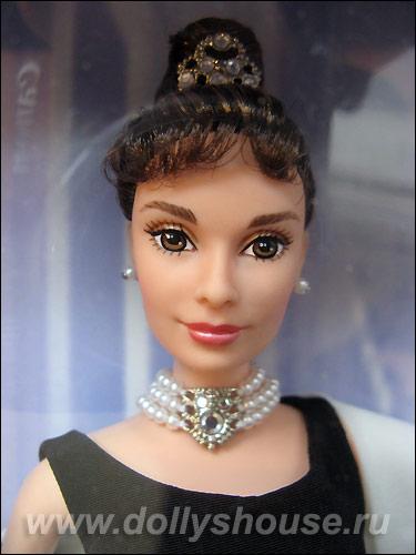Коллекционная кукла Барби Одри Хэпберн в черном платье
