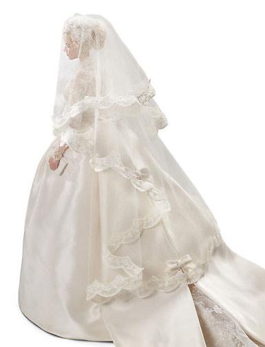 свадебное платье Грейс Келли на кукле Барби вид сзади
