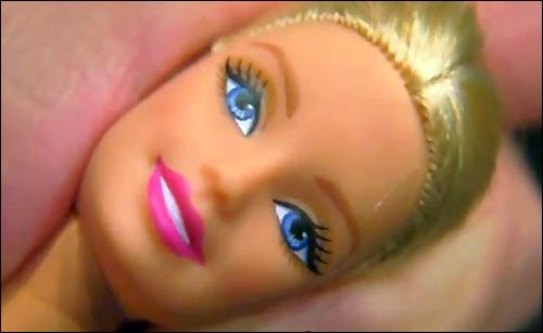 Кукла Барби снялась в рекламе кофе Дэвида Линча