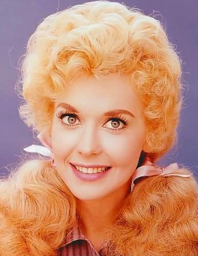 Beverly Hillbillies Barbie: Донна Дуглас подает в суд