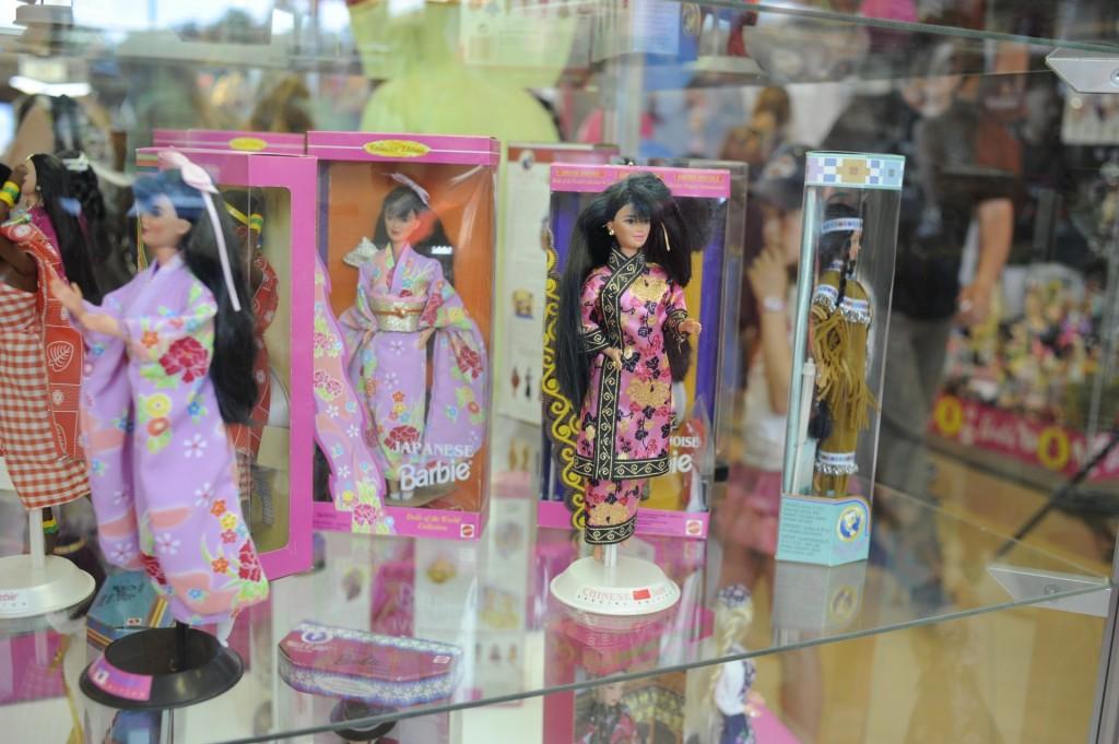 Барби — икона моды нашей эпохи. Выставка Барби в Риге