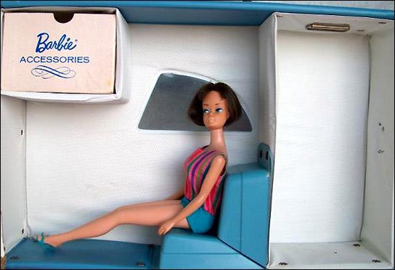 фот винтажная кукла Barbie в переноске