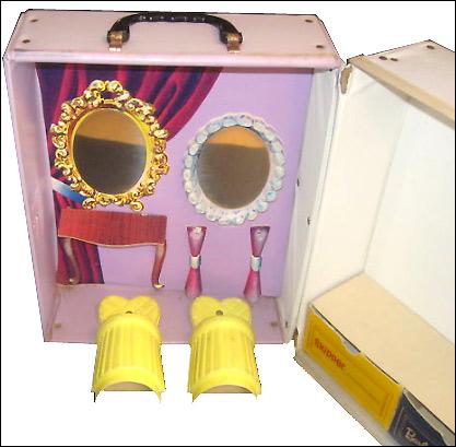 косметический уголок винтажный чемоданчик Barbie...