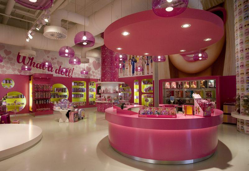 В 2011 году закрылся магазин Барби в Барселоне