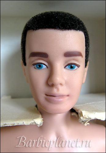 лицо первого Кена кукла
