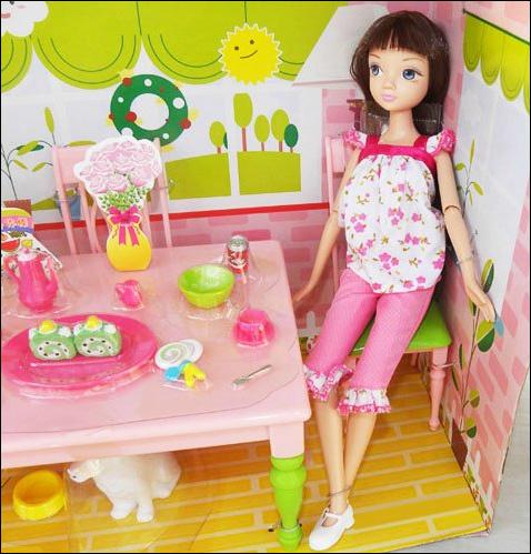 Фото куклы Kurhn с набором мебели