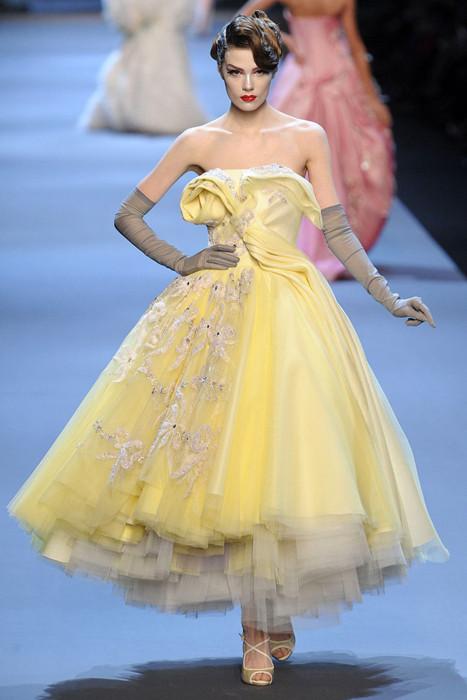 Коллекция Кристиан Диор 2011 желтое платье