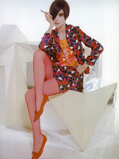 Мода 1960-х годов модель Пегги Моффитт
