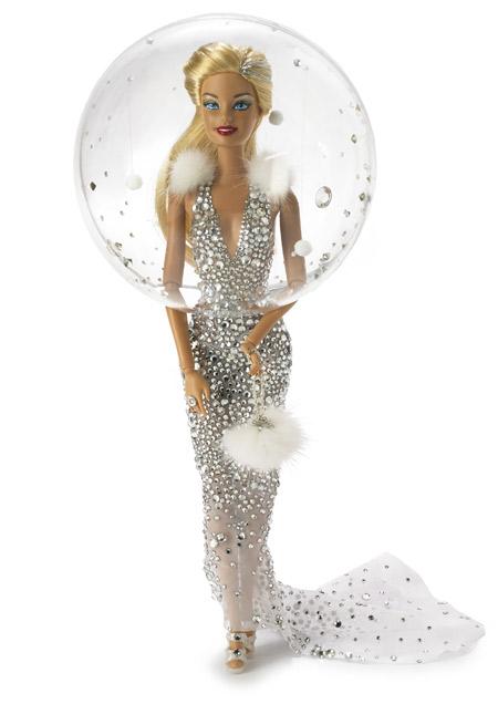 Британский шляпник Стивен Джонс одел куклу Барби к Рождеству