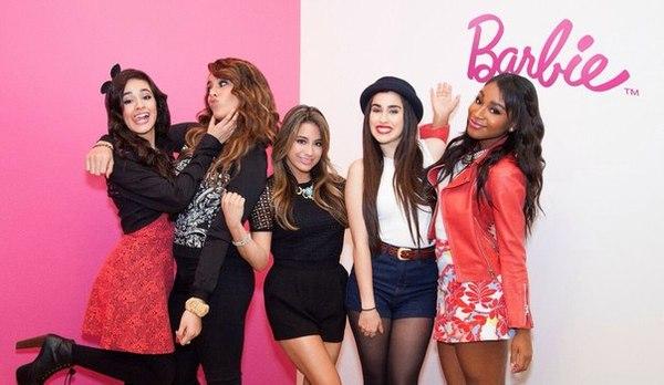 Группа Fifth Harmony поет песню куклы Барби
