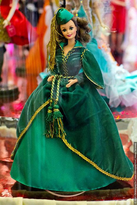 Портретная кукла Барби Скарлетт О Хара в платье из занавески