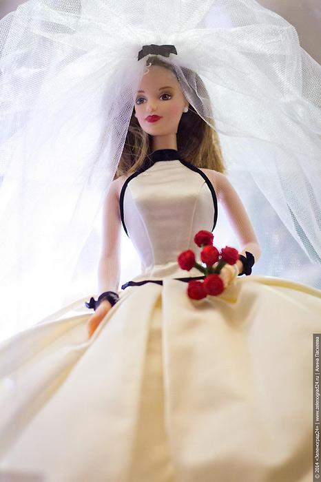 Барби-невеста в платье от Vera Wang