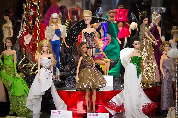Фото коллекционных кукол Барби на выставке 2014