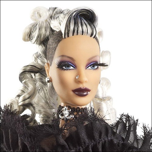 Фото коллекционной Barbie La Reine de la Nuit