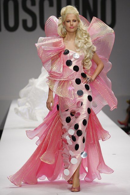 Показ Moschino - коллекция Барби