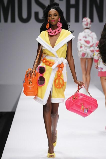Коллекция дизайнерской одежды Moschino Барби
