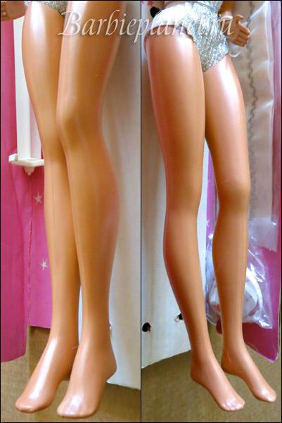 Supersize Barbie legs do not bend Ноги не гнутся, но одно колено согнуто