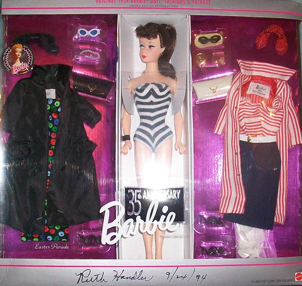 Коллекционная кукла Барби репродукция с дополнительными аутфитами гифтсет фото